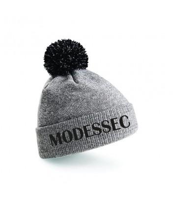 Contrast pompom hat